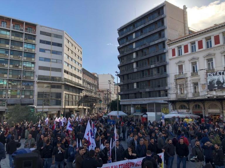 Ανοιξαν οι δρόμοι στο κέντρο της Αθήνας – Ολοκληρώθηκε η πορεία της ΓΣΕΕ | tovima.gr