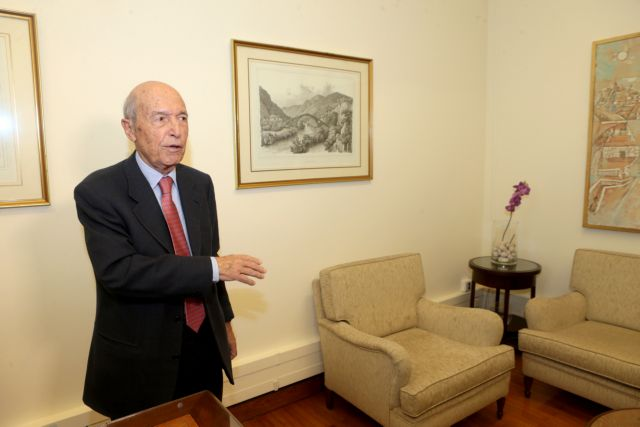 Simitis to government: Get over the mudslinging and work on policies for the country's future. | tovima.gr