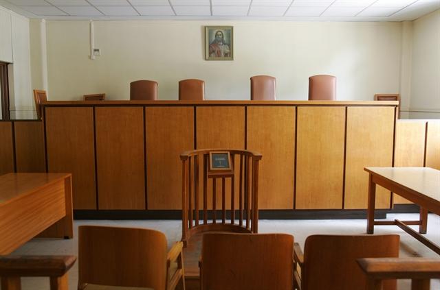 Διεκόπη η δίκη για το C4I λόγω … ψύχους | tovima.gr