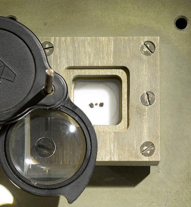 Μικροσκοπικές πέτρες από τη Σελήνη πουλήθηκαν έναντι 855.000 ευρώ | tovima.gr