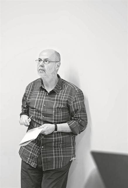 Γιάννης Χουβαρδάς: «Το θέατρο είναι δωρεάνψυχανάλυση» | tovima.gr
