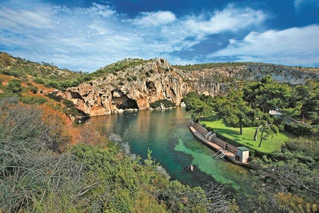 Η ιερή… γη της επαγγελίας από την Αττική έως τη Σαμιοπούλα | tovima.gr