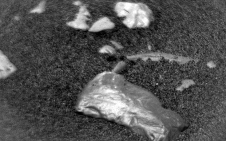 Τι είναι αυτή η πέτρα που βρήκε το Curiosity στον Άρη και λάμπει σαν χρυσός | tovima.gr