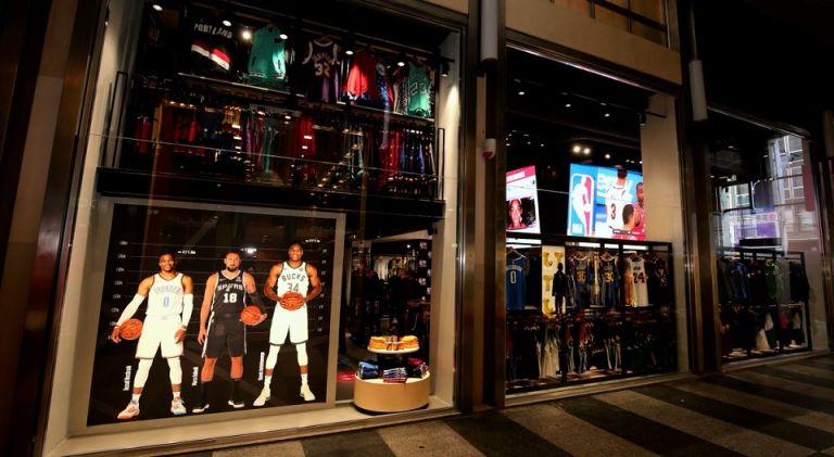 Το ΝΒΑ άνοιξε Store στο Μιλάνο με την μορφή του Γιάννη να ξεχωρίζει! | tovima.gr