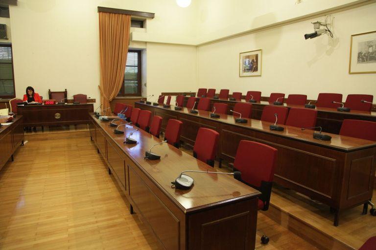 Ίσες αποστάσεις ΔΗΣΥ από Γεωργιάδη για τις προσλήψεις στο ΚΕΕΛΠΝΟ | tovima.gr