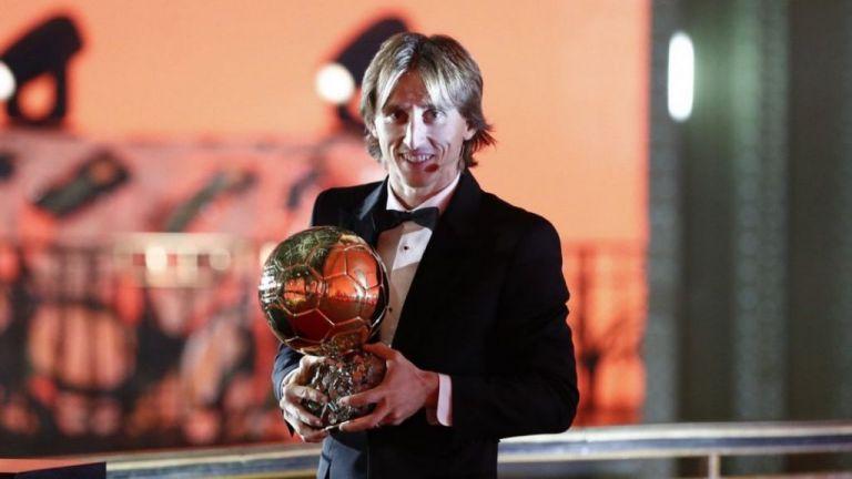 Έτσι υποδέχθηκαν στη Ρεάλ τη Χρυσή Μπάλα του Μόντριτς | tovima.gr
