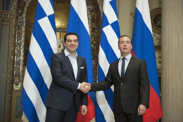 Μεντβέντεφ – Τσίπρας: Συνάντηση με επίκεντρο θέματα εμπορίου, οικονομικής συνεργασίας και ενέργειας | tovima.gr