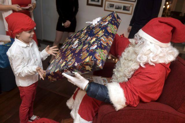 Νιού Τζέρσι: Δασκάλα απολύθηκε όταν είπε στους  μαθητές πως δεν υπάρχει Άγιος Βασίλης | tovima.gr