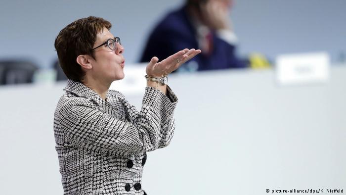 Γερμανικός Τύπος: Νίκησε η λογική με την Κραμπ-Καρενμπάουερ | tovima.gr