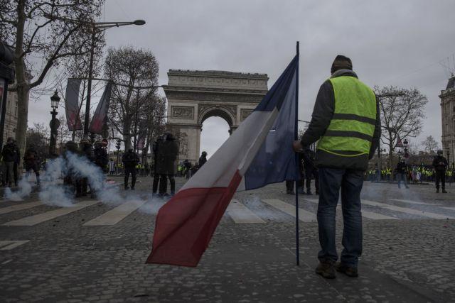 Γαλλία – Κίτρινα Γιλέκα: Δεκάδες οι τραυματίες – Σκηνές χάους στο Παρίσι   tovima.gr