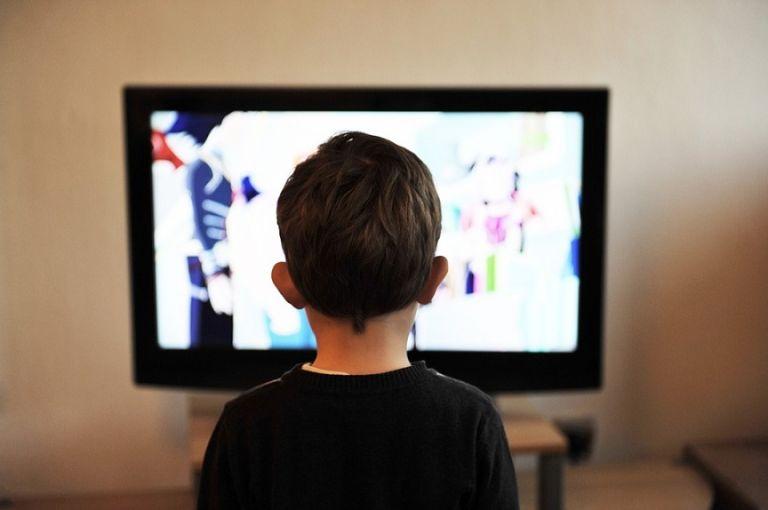Οι πολλές ώρες μπροστά στην οθόνη φαίνεται να επηρεάζουν τον εγκέφαλο των παιδιών | tovima.gr