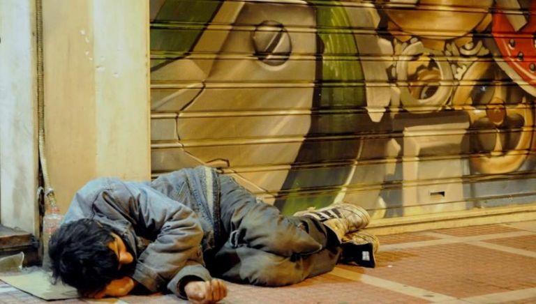 Θερμαινόμενοι χώροι για τους άστεγους από τους δήμους Αθηναίων και Πειραιά | tovima.gr