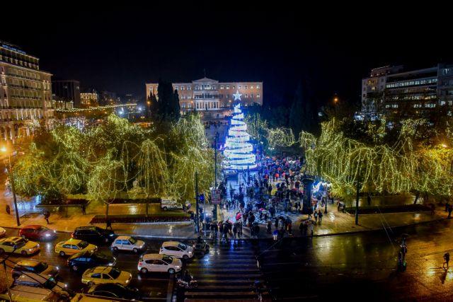 Αναψε το χριστουγεννιάτικο δέντρο στο Σύνταγμα | tovima.gr