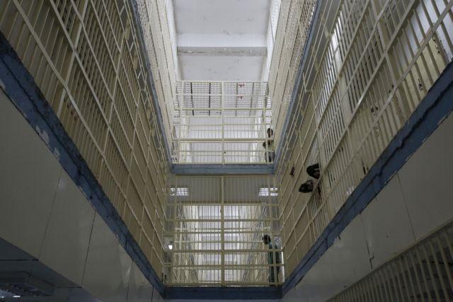 Καλογήρου: Καταδικάζει το περιστατικό βίας εναντίον του 19χρονου κρατούμενου   tovima.gr
