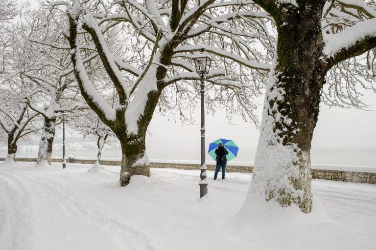 Ψυχρή εισβολή : Χιονίζει σε Γιάννενα, Άρτα, Τρίκαλα, Καρδίτσα | tovima.gr