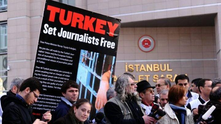 Κοντά σε ιστορικό υψηλό ο αριθμός φυλακισμένων δημοσιογράφων | tovima.gr