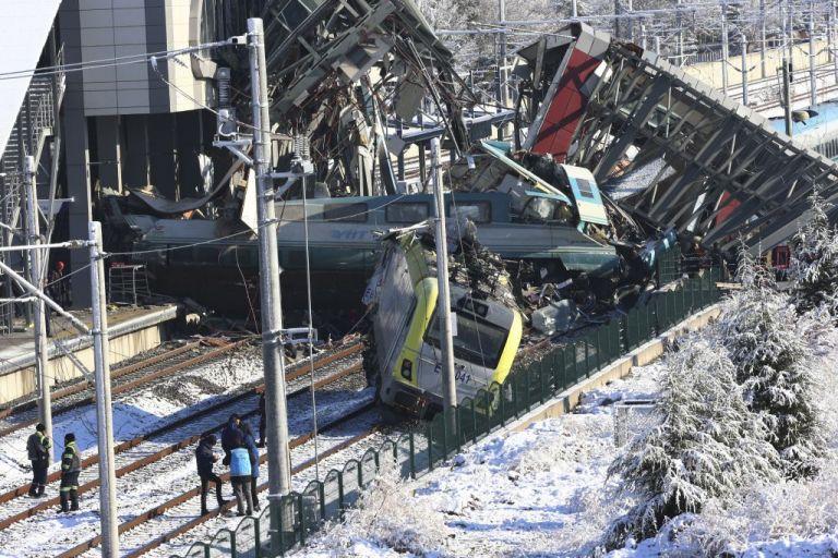 Τουρκία: Στους εννέα οι νεκροί από τη σύγκρουση τρένων | tovima.gr