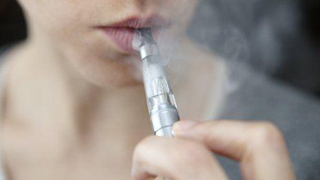 Ερευνα: Λιγότερες τοξικές ουσίες στο ηλεκτρονικό τσιγάρο | tovima.gr