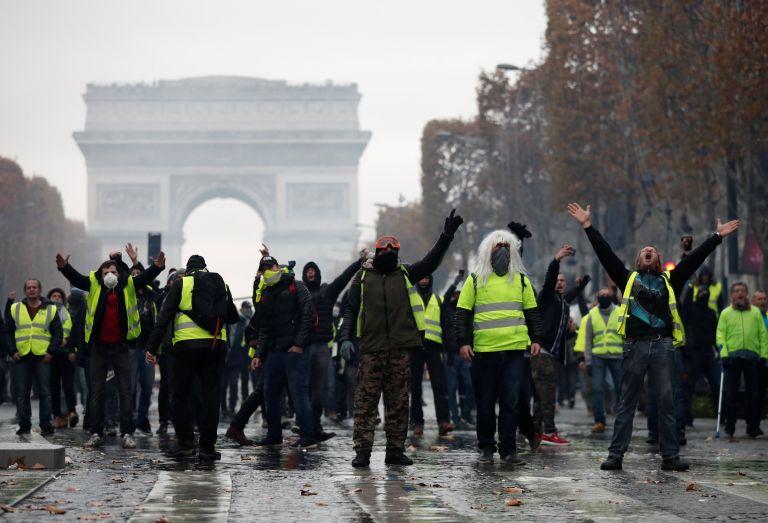 Σε αστυνομικό κλοιό ξανά το Παρίσι για τα «κίτρινα γιλέκα» | tovima.gr