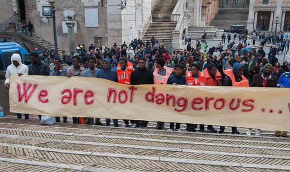 Υπέρ των δικαιωμάτων των μεταναστών διαδήλωσαν στη Ρώμη | tovima.gr