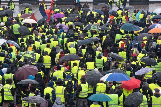 Γαλλία – «Κίτρινα γιλέκα»: Ο Μακρόν επισπεύδει  την εφαρμογή των παραχωρήσεων | tovima.gr