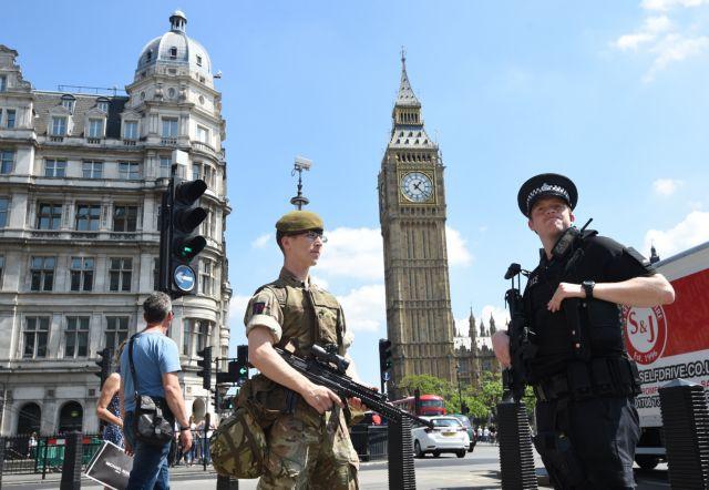 Βρετανία – Brexit: Ετοιμοι 3.500 στρατιώτες για να στηρίξουν την κυβέρνηση | tovima.gr