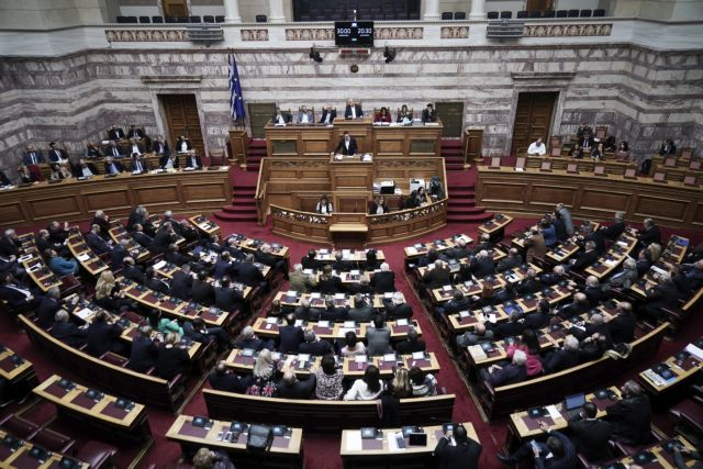 Προϋπολογισμός: Οι μεταγραφές, η ακραία πόλωση και το ιδεολογικό χάσμα στην πορεία προς τις κάλπες | tovima.gr