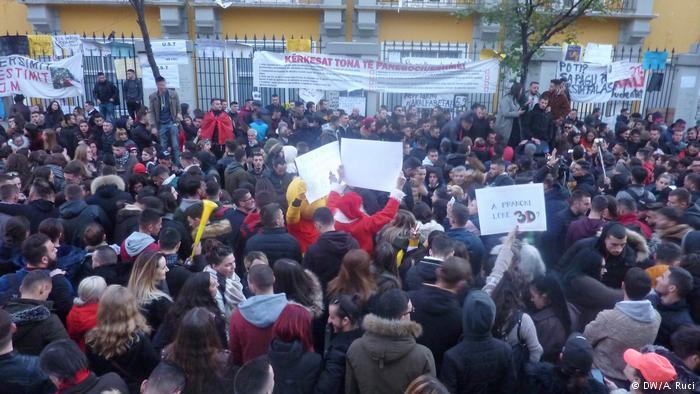 Οι φοιτητές στην Αλβανία εξεγείρονται | tovima.gr