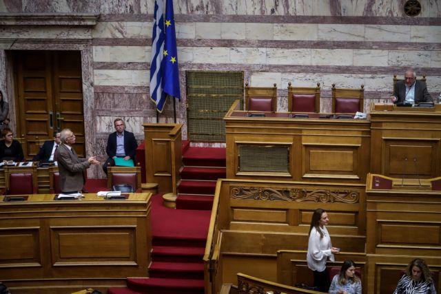 Η «βροχή» τροπολογιών προκαλεί κύμα αντιδράσεων της αντιπολίτευσης | tovima.gr