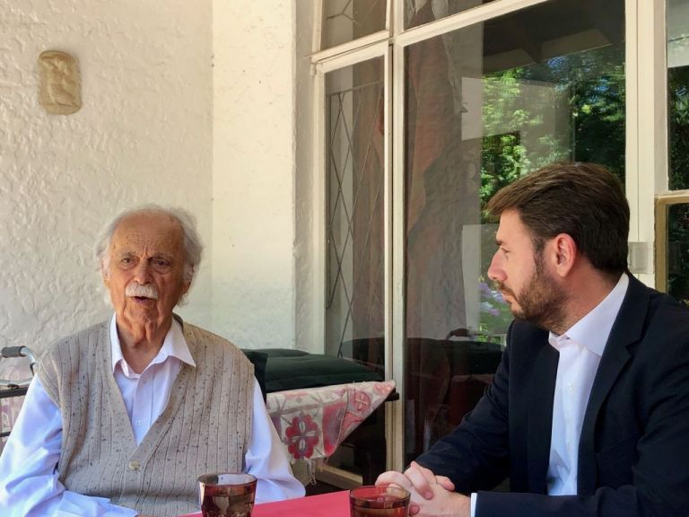 Τον δικηγόρο του Νέλσον Μαντέλα συνάντησε ο Ανδρουλάκης | tovima.gr