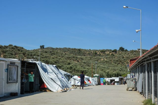 Υπεράριθμοι οι πρόσφυγες στις δομές φιλοξενίας των Ενόπλων Δυνάμεων | tovima.gr