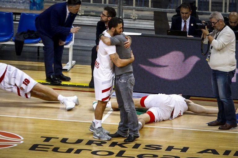 Η αγκαλιά Γιαννακόπουλου – Τζέιμς πριν το τζάμπολ στο ΟΑΚΑ | tovima.gr