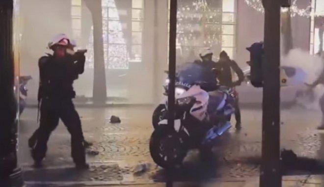 Γάλλος αστυνομικός τράβηξε όπλο απέναντι στα «κίτρινα γιλέκα» [βίντεο] | tovima.gr