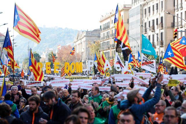 Βαρκελώνη: Χιλιάδες διαδηλωτές υπέρ της ανεξαρτησίας | tovima.gr