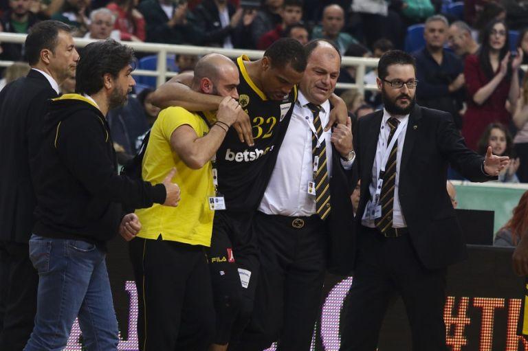 Τραυματισμός για Χάντερ και αγωνία στην ΑΕΚ | tovima.gr
