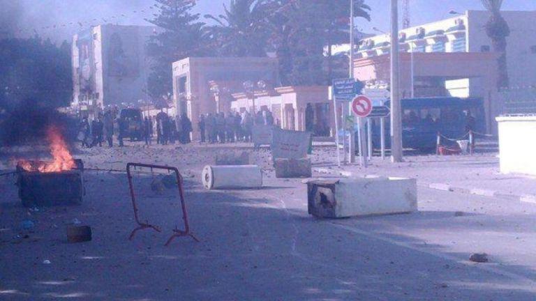 Ξέσπασαν ταραχές μετά την αυτοπυρπόληση φωτοειδησεογράφου στην Τυνησία | tovima.gr