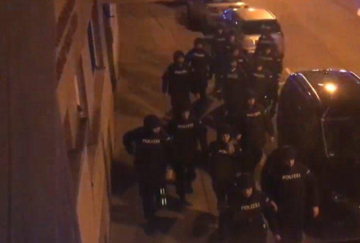 Βιέννη: Επίθεση ενόπλων σε εκκλησία   tovima.gr