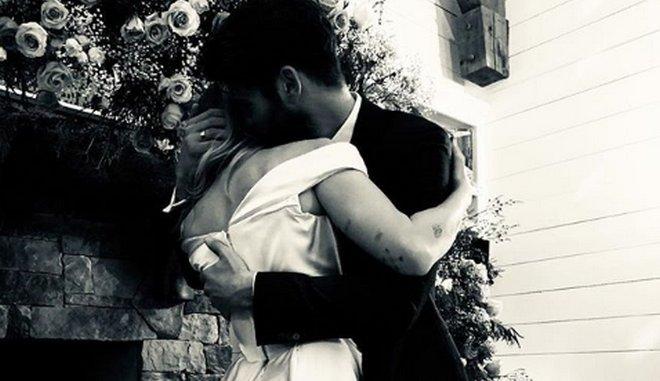 Miley Curys : Παντρεύτηκε τον Liam Hemsworth και μας δείχνει τις γαμήλιες στιγμές της   tovima.gr