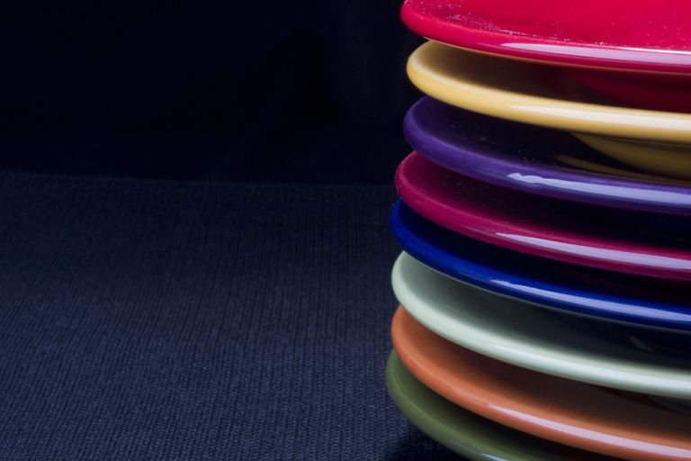 Μπλε πιάτα για… λιγότερη όρεξη – Είναι γενετικές οι αντιδράσεις στα χρώματα; | tovima.gr