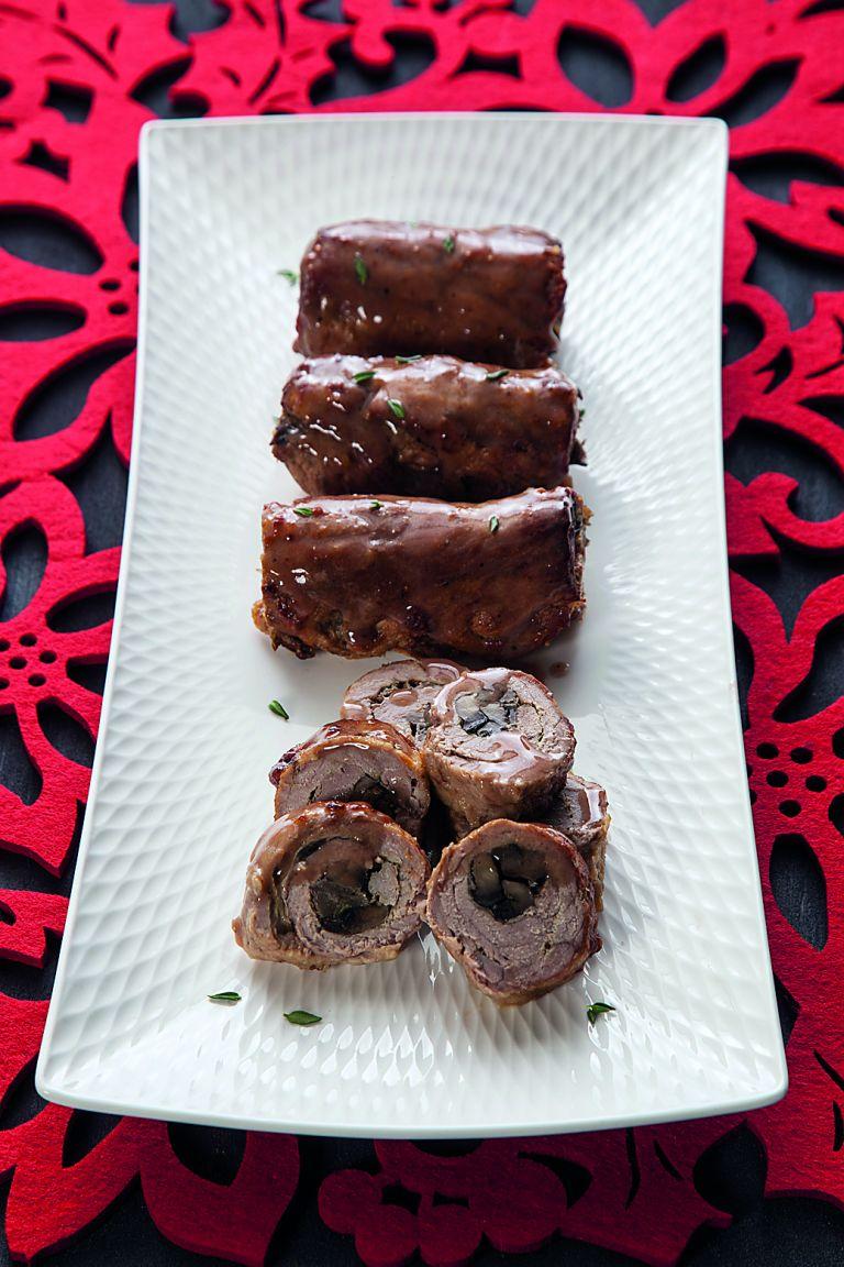 Μοσχαρίσια ρολά γεμιστά με μανιτάρια και σάλτσα μαυροδάφνης | tovima.gr