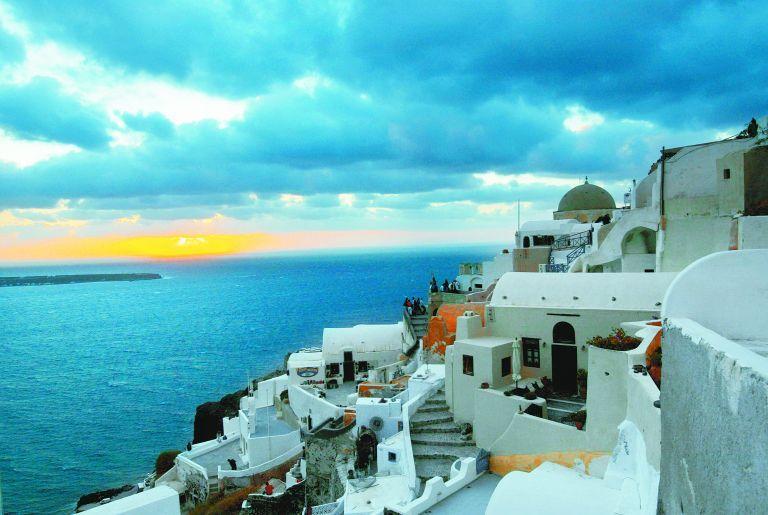 Handelsblatt: Γιατί αυξάνονται οι επενδύσεις σε ελληνικά ακίνητα | tovima.gr