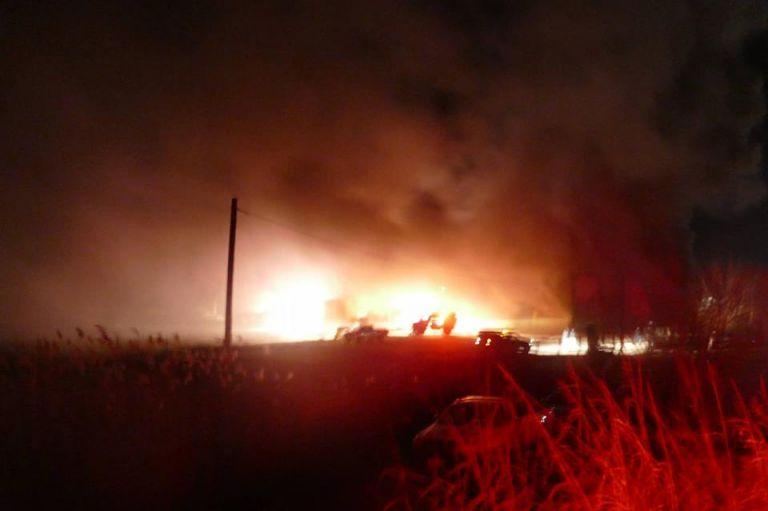 Φωτιά σε εργοστάσιο επίπλων στη Λάρισα | tovima.gr