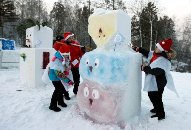 Υγεία, ειρήνη, δουλειά και σπίτια ζητούν οι Ρώσοι για πρωτοχρονιάτικο δώρο | tovima.gr