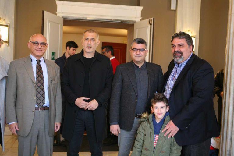 Γιάννης Μώραλης: Σε παράσταση για παιδιά ευπαθών κοινωνικών ομάδων | tovima.gr