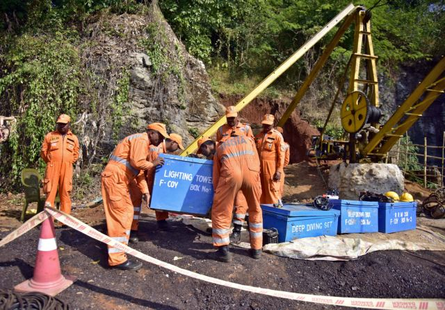 Ινδία: Παγιδευμένοι σε πλημμυρισμένο ορυχείο15 ανθρακωρύχοι – Επιχειρούν δύτες | tovima.gr