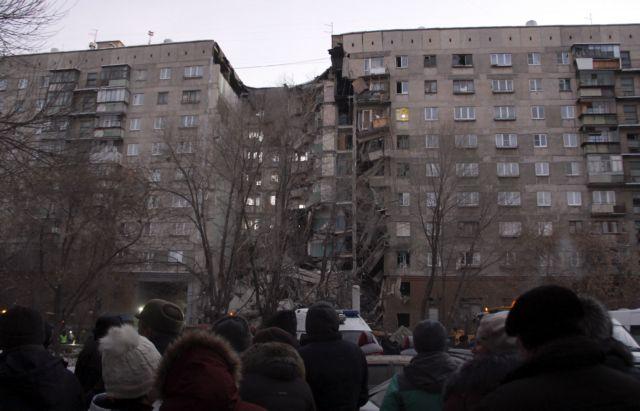 Ρωσία: Κατέρρευσε 10όροφη πολυκατοικία – 3 νεκροί και 79 αγνοούμενοι