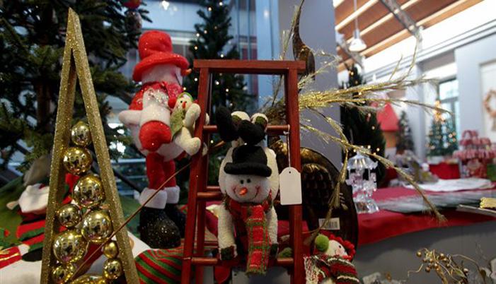 Εορταστικό ωράριο: Μέχρι τι ώρα θα είναι ανοιχτά τα καταστήματα παραμονή Πρωτοχρονιάς | tovima.gr