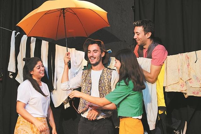Παραστάσεις: Με το… μπιμπερό στο θέατρο | tovima.gr