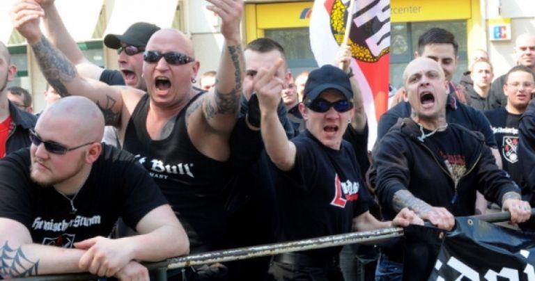 Γερμανία: Ακροδεξιές ομάδες κινητοποιούνται για να προστατέψουν από τους μετανάστες | tovima.gr
