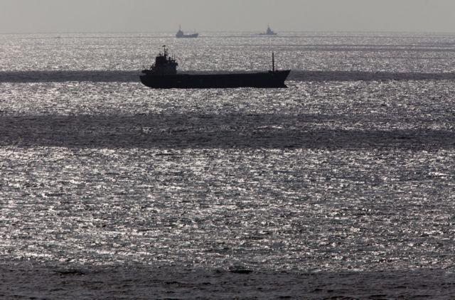 Ναυάγιο φορτηγού πλοίου κοντά στις τουρκικές ακτές   tovima.gr